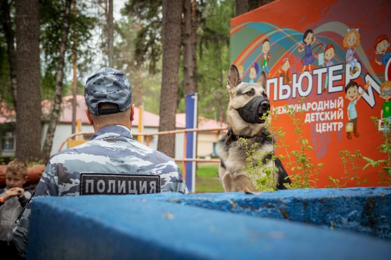 Торжокские полицейские и общественники посетили детский оздоровительный лагерь «Компьютерия»