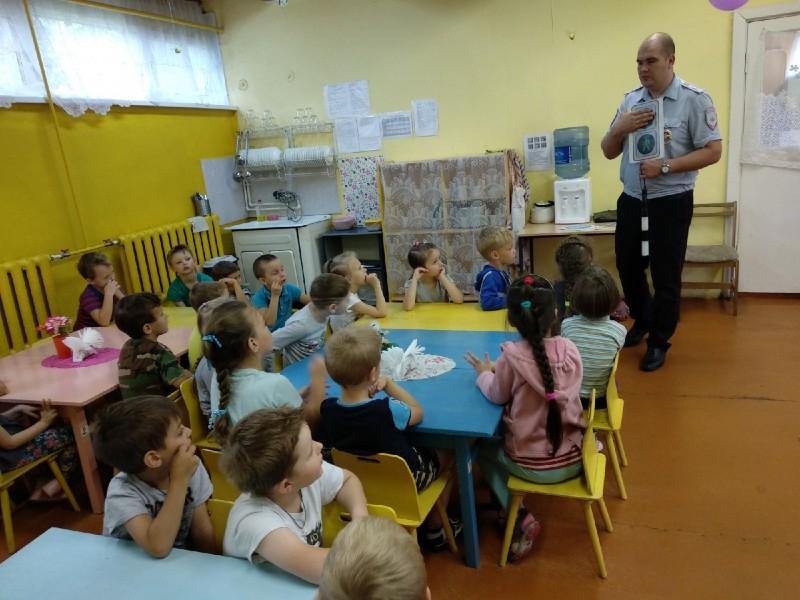 Тверские полицейские навестили воспитанников летнего оздоровительного лагеря «Радуга»