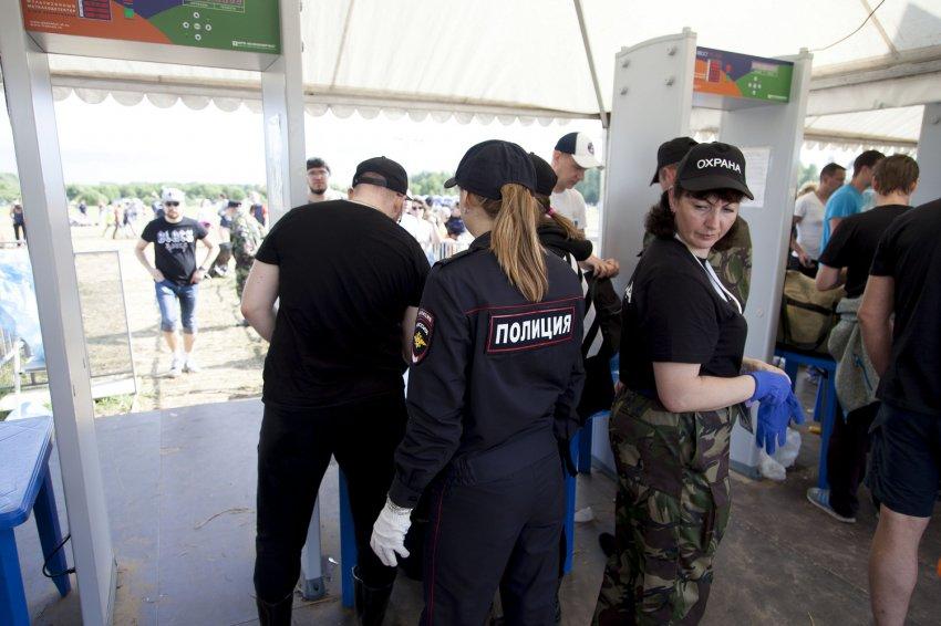 """Фоторепортаж """"полицейские будни"""" рок-фестиваля """"Нашествие-2019"""""""
