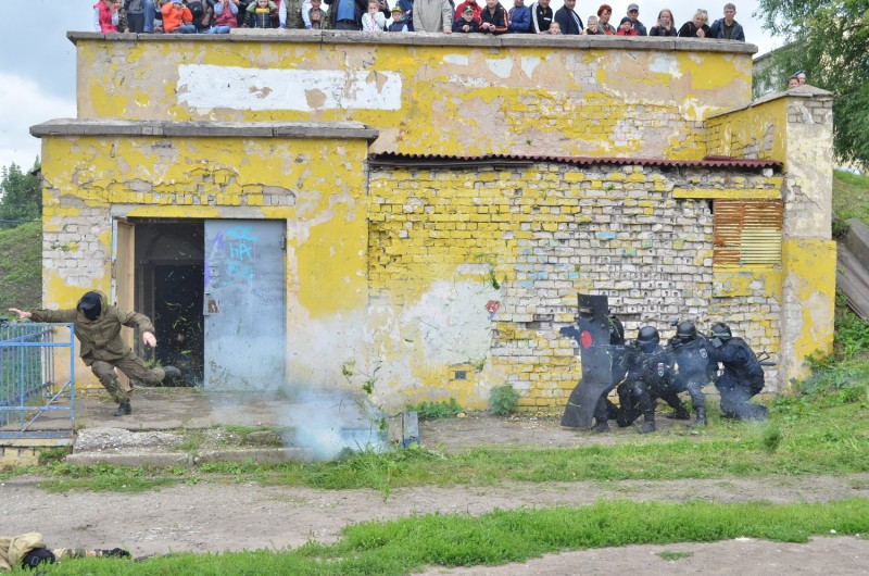 В Твери бойцы спецназа «Гром» УМВД России по Тверской области приняли участие в торжественных мероприятиях посвященных дню Воздушно-десантных войск