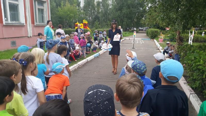 В областном центре дошкольники стали участниками мероприятия «Знаем правила движения как таблицу умножения»
