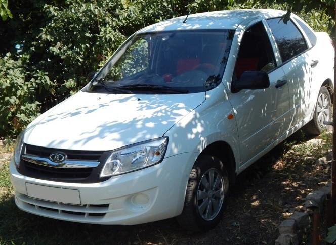 Полицейские задержали двух подозреваемых в краже автомобиля отечественного производства
