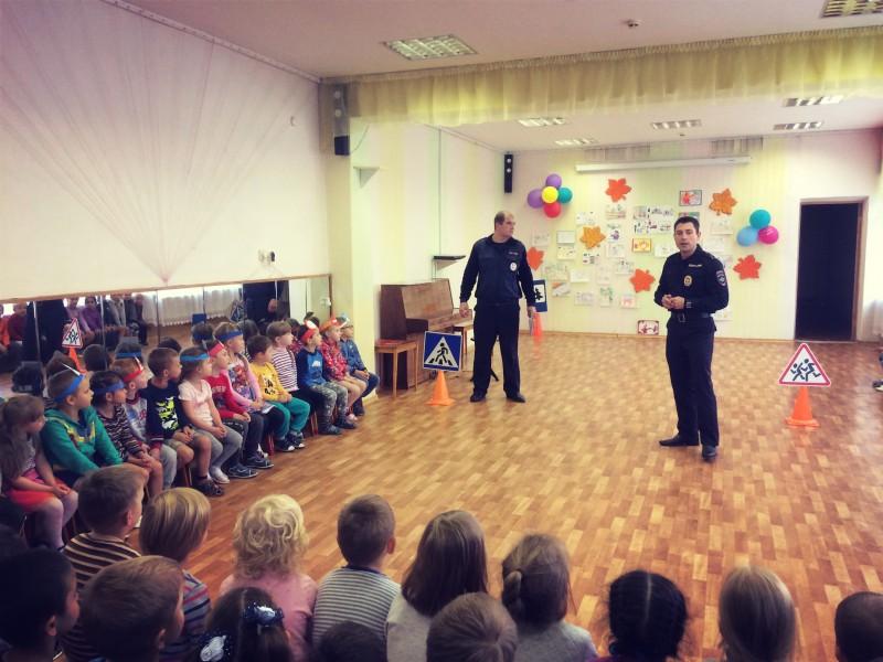 Сотрудники ГИБДД провели мероприятие «В стране дорожных знаков» для дошкольников
