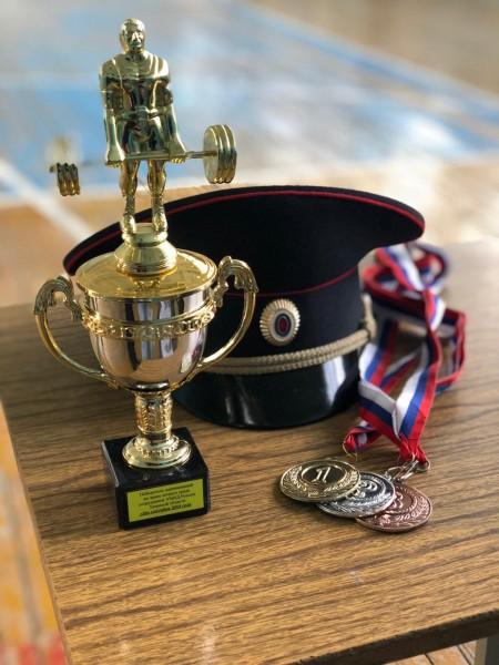В Твери прошли соревнования по жиму штанги среди полицейских