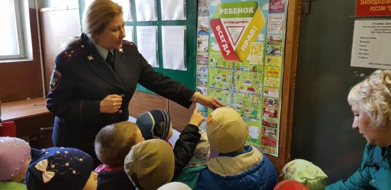 В Удомле воспитанники детского сада «Буратино» побывали на экскурсии в ГИБДД