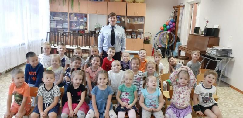 Ржевские полицейские навестили малышей из детского сада