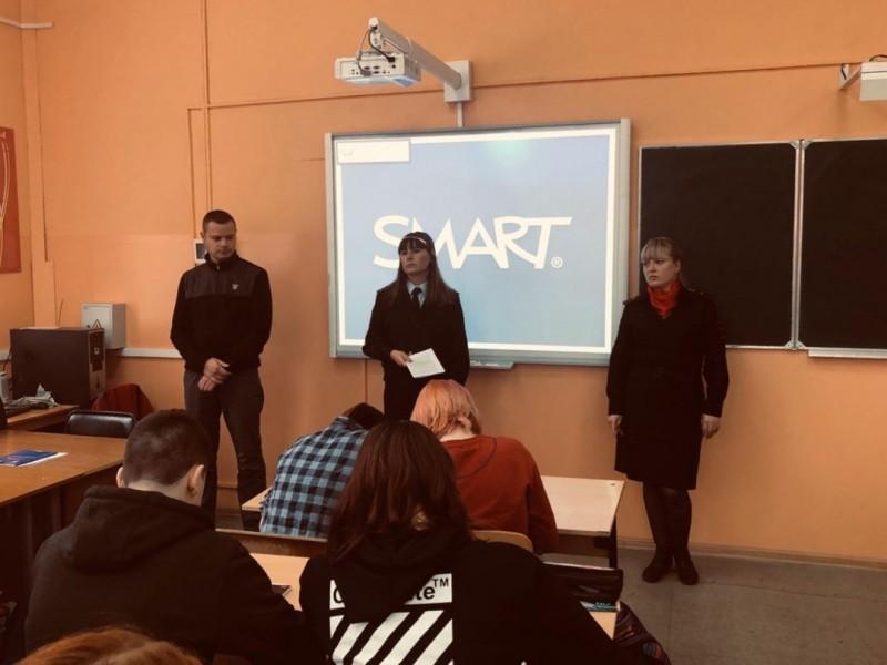 В Твери в рамках акции «Нет ненависти и вражде» полицейские провели лекцию по противодействию терроризму и экстремизму для учащихся колледжа
