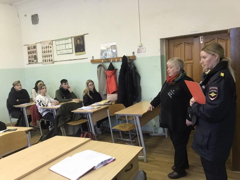 В Твери в рамках акции «Нет ненависти и вражде» полицейские провели занятия по профилактике экстремистских проявлений