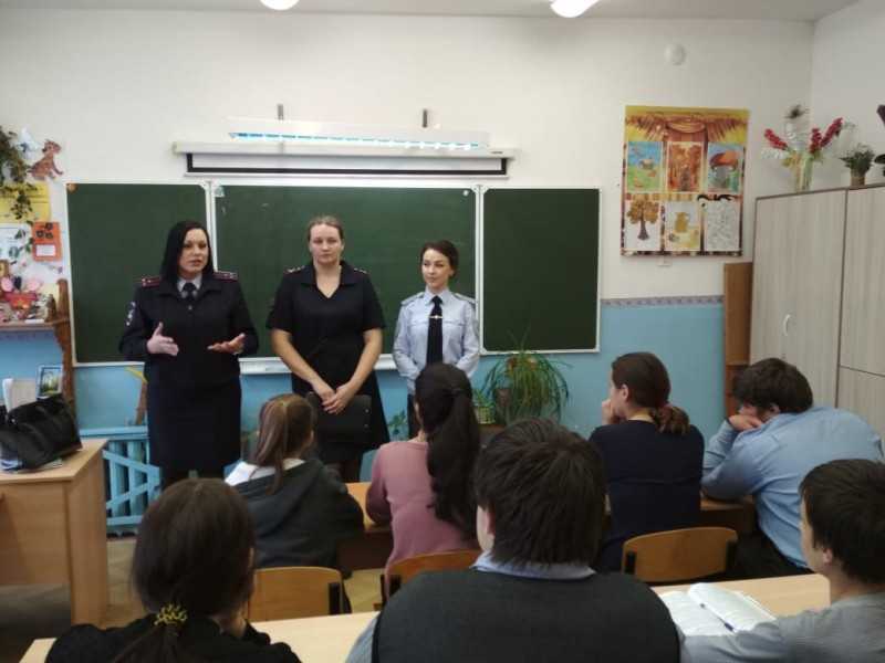 Сотрудники полиции ОМВД России по Калининскому району организовали день правового информирования для школьников