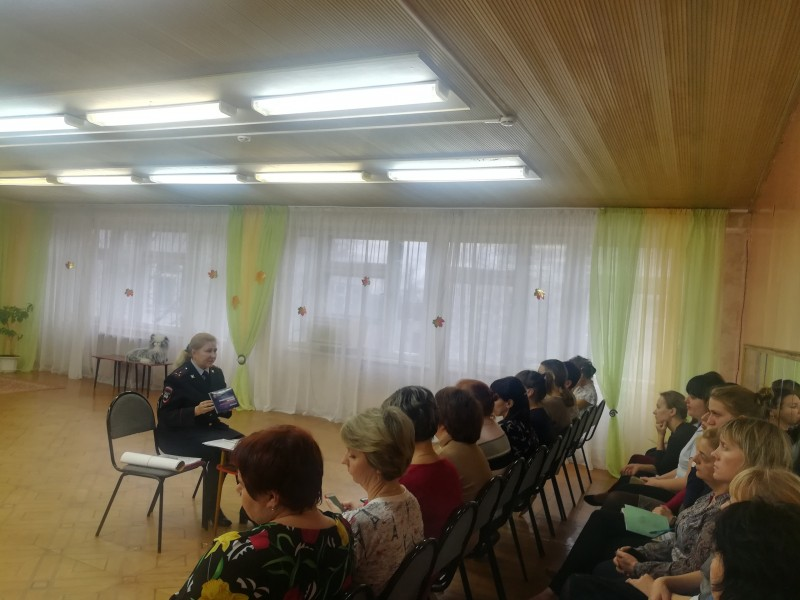 Сотрудники ГИБДД провели в Удомле обучающий семинар с дошкольными педагогами