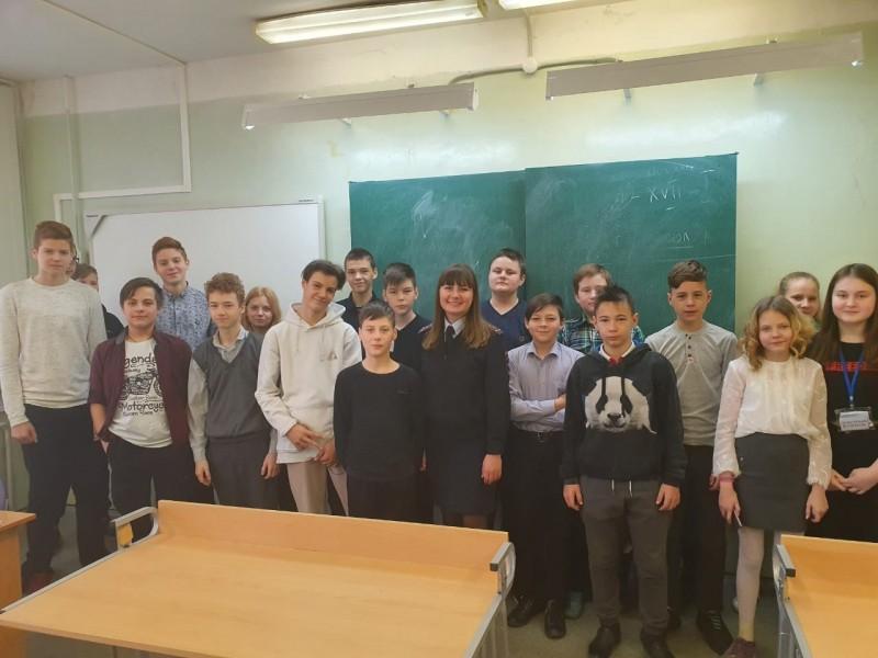 В Твери полицейские провели уроки правовой грамотности для школьников