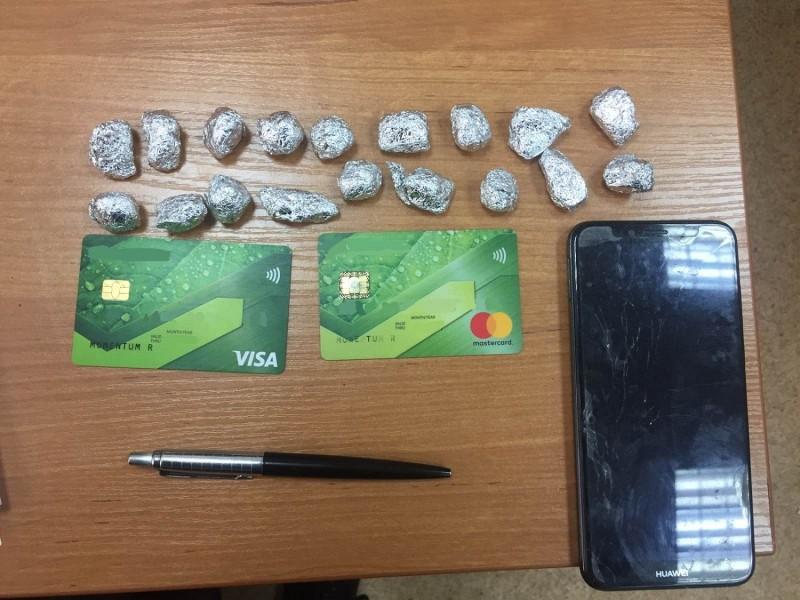 В Твери задержана семейная пара, подозреваемая в незаконном сбыте наркотических средств