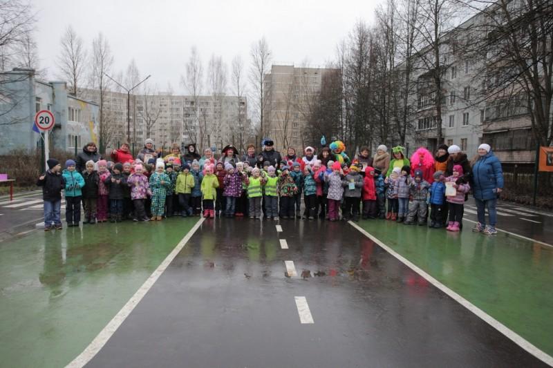 Сотрудники Удомельской Госавтоинспекции совместно с педагогами провели квест-игру по Правилам дорожного движения