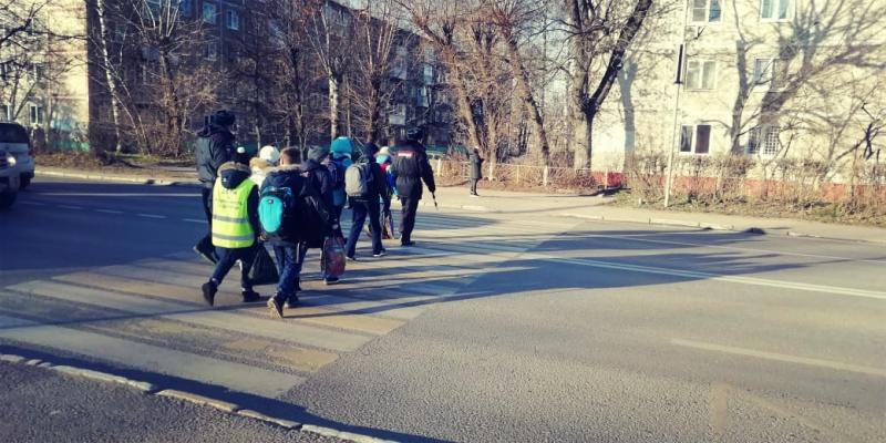 Сотрудники Госавтоинспекции провели для школьников мероприятие «Безопасный маршрут»