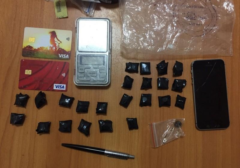 В Твери наркополицейские задержали подозреваемых в покушении на сбыт наркотических средств в крупном размере