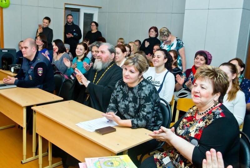 В Твери сотрудники Госавтоинспекции провели встречу с родителями дошколят