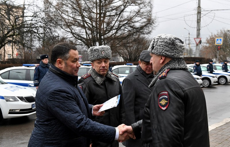 Тверским полицейским вручили новые автомобили