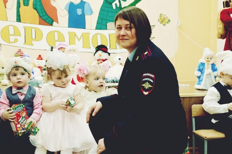 В Твери Полицейский Дед Мороз поздравил воспитанников детского дома