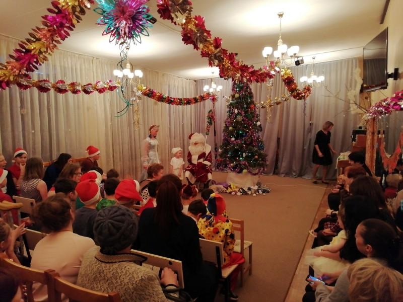 В Твери «Полицейский Дед Мороз» поздравил детишек находящихся в социальном центре