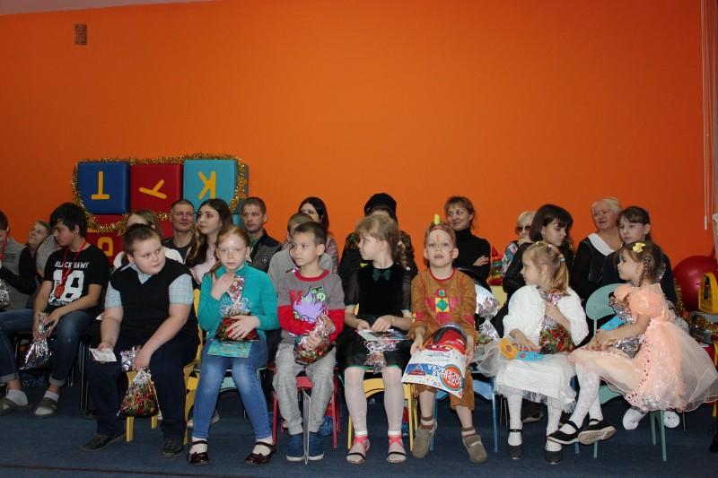 В Твери «Полицейский Дед Мороз» поздравил детей, находящихся в трудной жизненной ситуации
