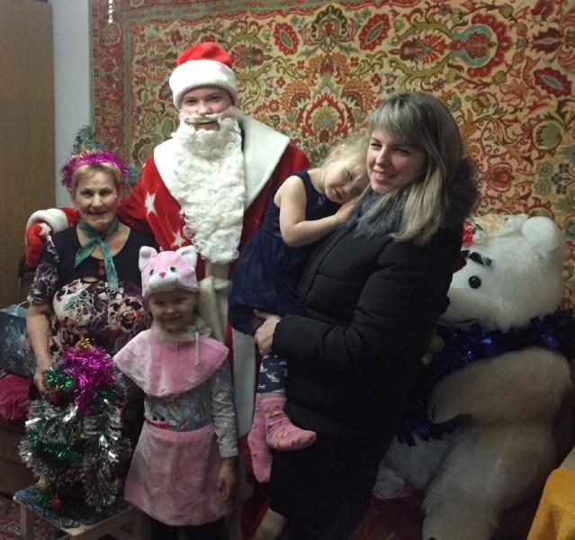 «Полицейский Дед Мороз» подарил воспитанникам реабилитационного центра новогоднюю сказку
