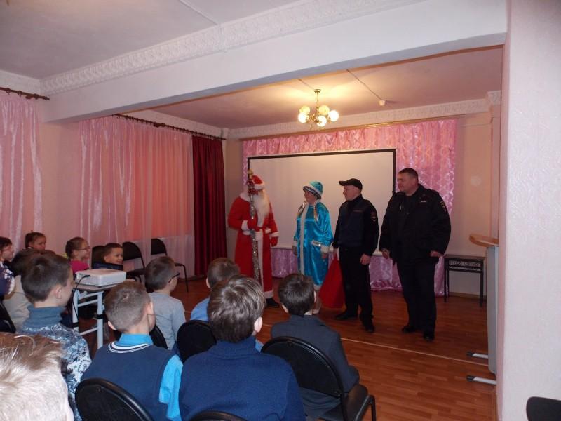 В Тверской области дети встретились с «Полицейским Дедом Морозом»