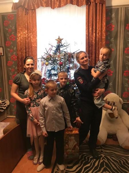 В Тверской области полицейские посетили детей, оказавшихся в сложной жизненной ситуации