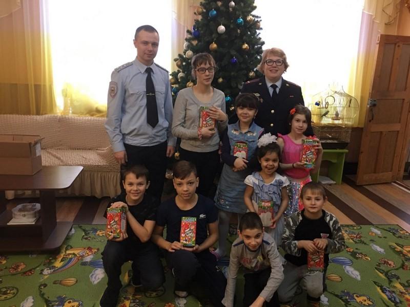 В Тверской области полицейские устроили праздник для детей реабилитационного центра