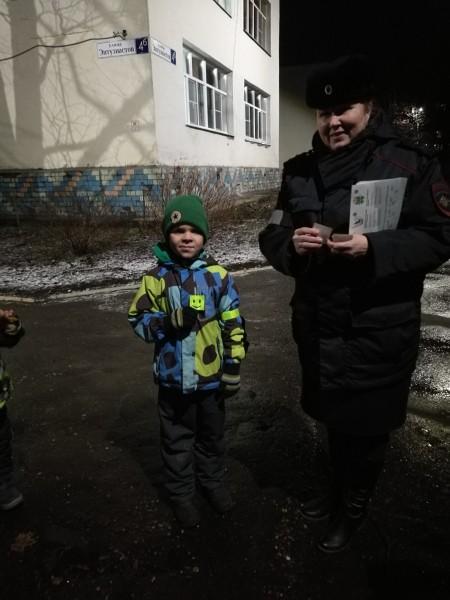 Удомельские полицейские и «Родительский патруль» провели рейд вблизи детского сада «Теремок»
