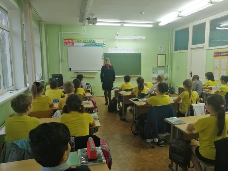 В Твери сотрудники полиции провели профилактическое мероприятие в образовательном учреждении