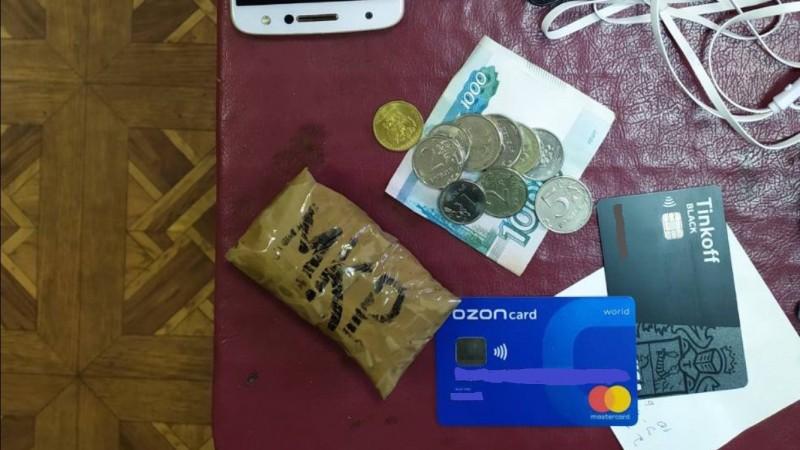 В Твери полицейские задержали подозреваемого в хранении наркотических средств