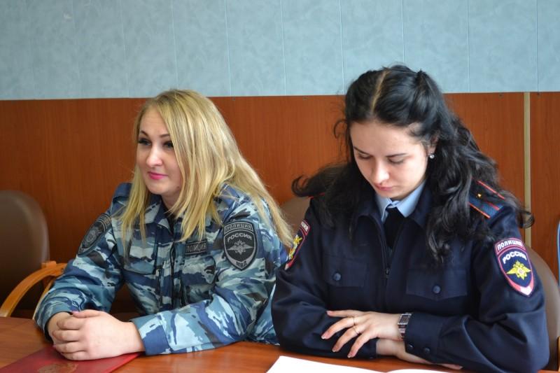 В рамках акции «Студенческий десант» учащиеся средней школы побывали в гостях у полицейских