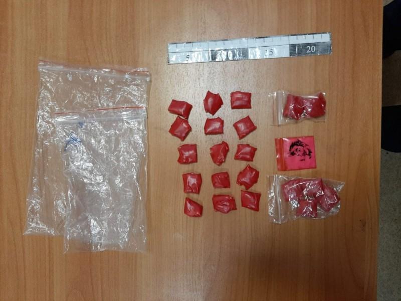 В Твери полицейские задержали подозреваемого в сбыте наркотиков
