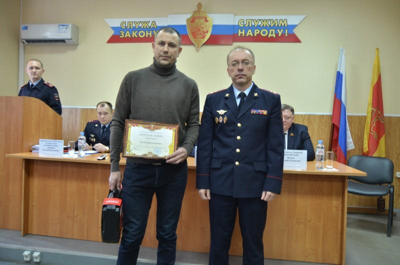 Жителя Твери наградили за оказание содействия полиции в задержании подозреваемого в ограблении пенсионерки