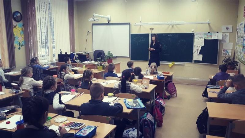 Тверские автоинспекторы провели занятия с учащимися по соблюдению ПДД