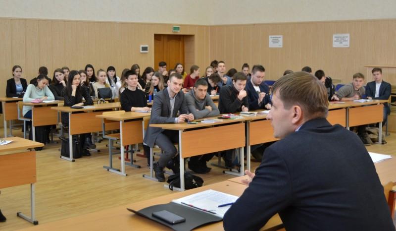 В Твери студентам юридического факультета рассказали о видах мошенничества и мерах по предупреждению этих преступлений