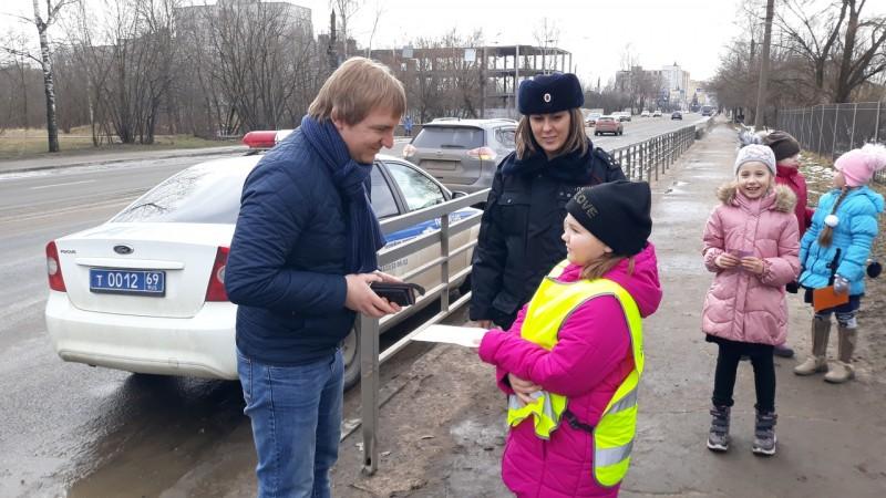 Тверские автоинспекторы провели акцию «Настоящие мужчины соблюдают ПДД»