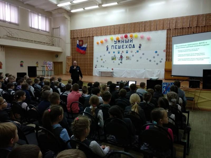 Тверские полицейские провели со школьниками интерактивный урок по безопасному поведению на дороге