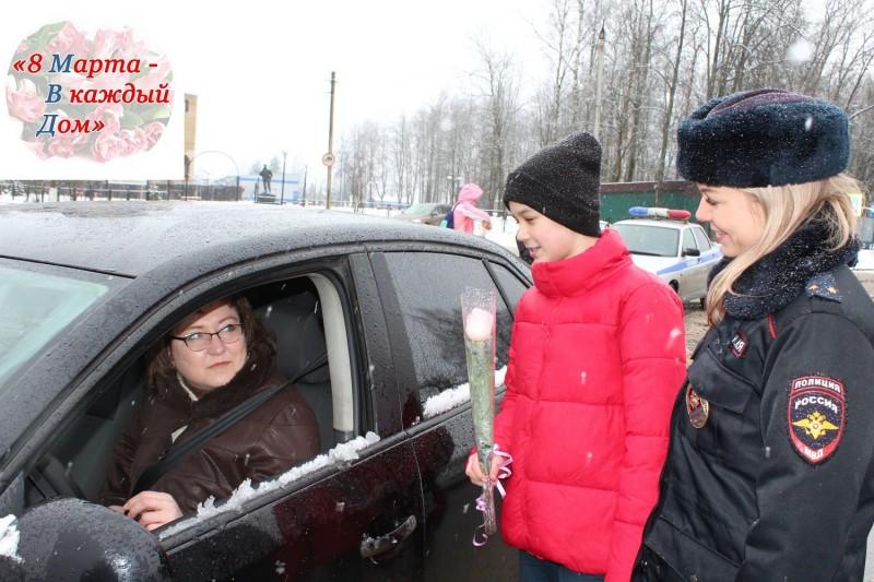 Тверская область присоединилась к Всероссийской акции «Цветы для автоледи»