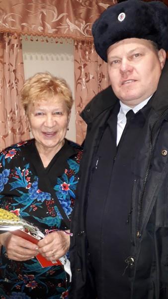 В Тверской области сотрудники полиции поздравили женщин-ветеранов с Международным женским днём
