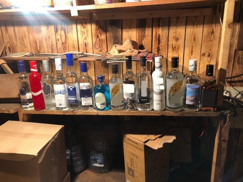 В Тверской области полицейские пресекли незаконное хранение и сбыт алкогольной и табачной продукции без маркировки