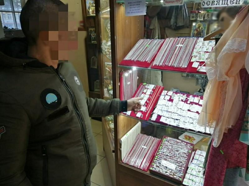 В Твери полицейские раскрыли грабеж в церковной лавке