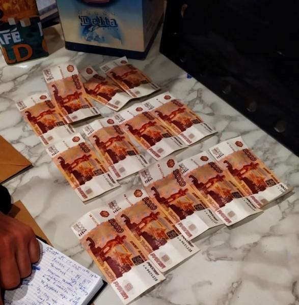 Тверские полицейские задержали сбытчиков фальшивых денежных купюр