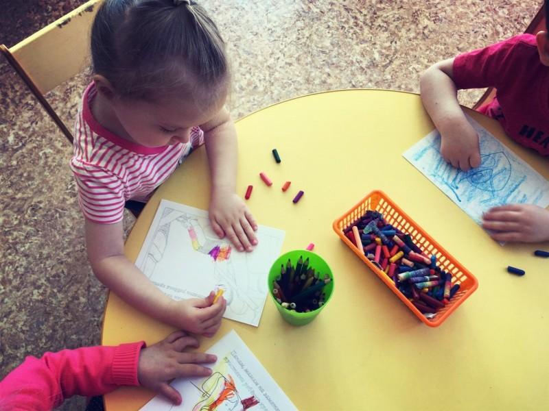 В Тверской области воспитанники детских садов продолжают изучать Правила дорожного движения