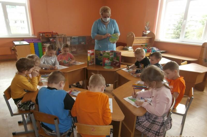 Воспитателями детского сада Твери проведено для дошколят мероприятие «Раскрась безопасность»