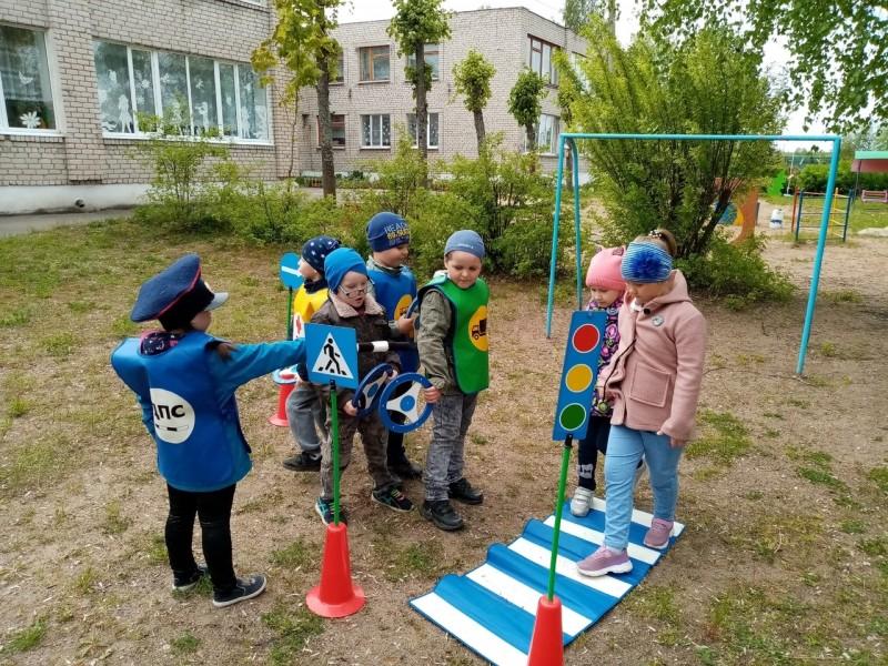 В Бологовском детском саду прошло мероприятие «Правила дорожные всем знать положено!»