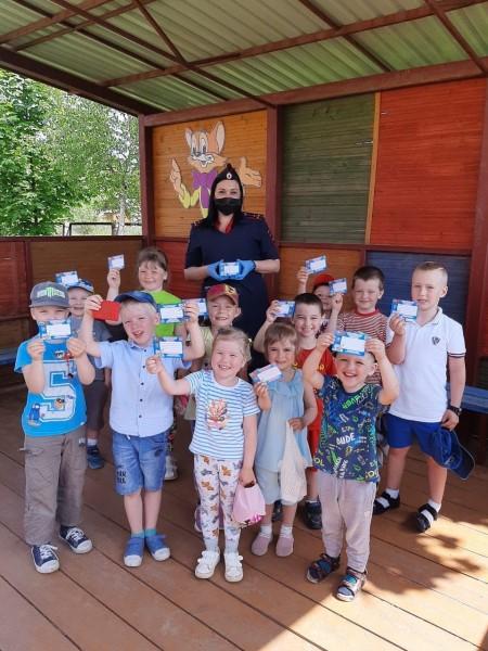 Автоинспекторы Калининского района провели урок безопасности в детском саду
