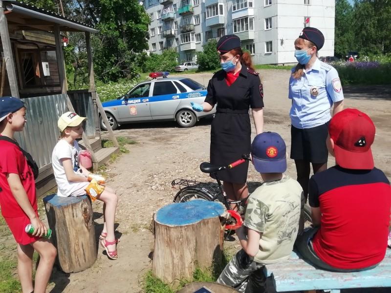 Автоинспекторы Бологовского района провели акцию «Безопасные каникулы»
