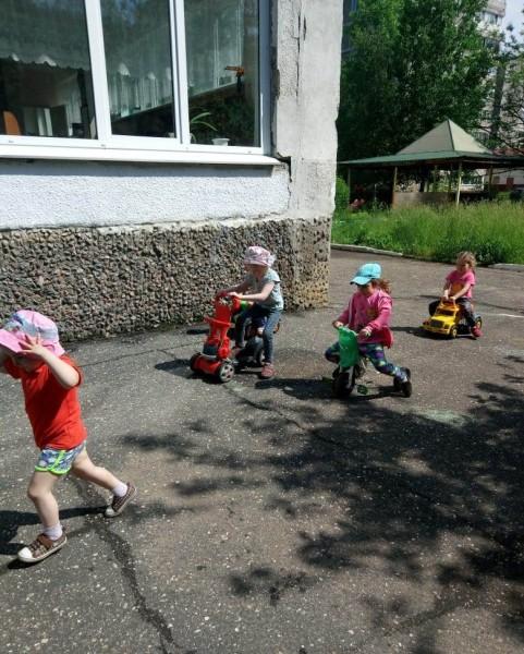 В Удомельском детском саду состоялось мероприятие по Правилам дорожного движения «Дорожный серпантин»