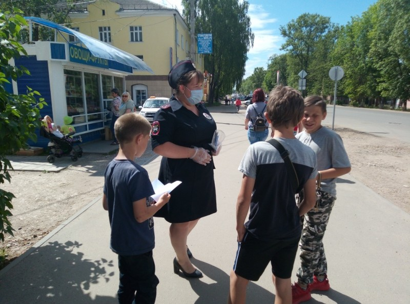 Ржевские автоинспекторы провели мероприятие «Мы за жизнь по правилам!»